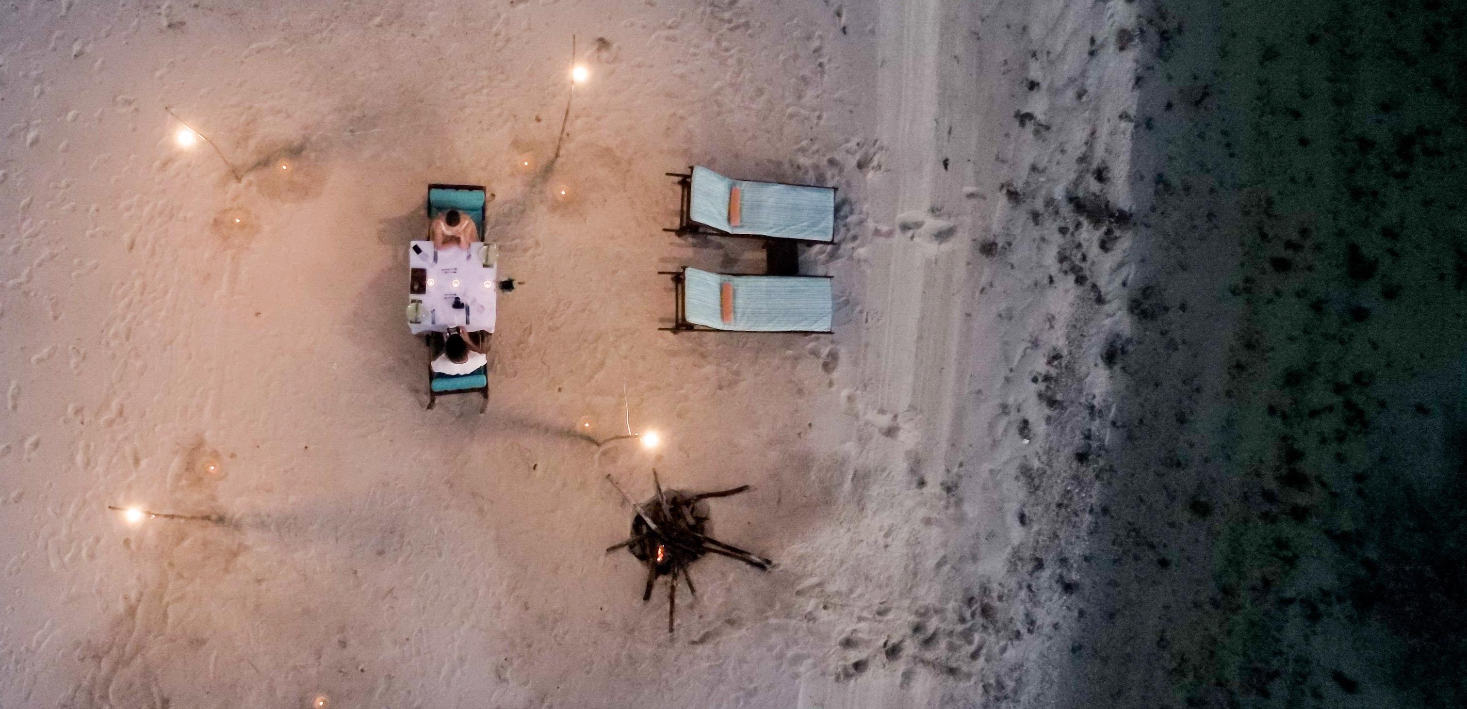 Romantic_Dinner_on_beach