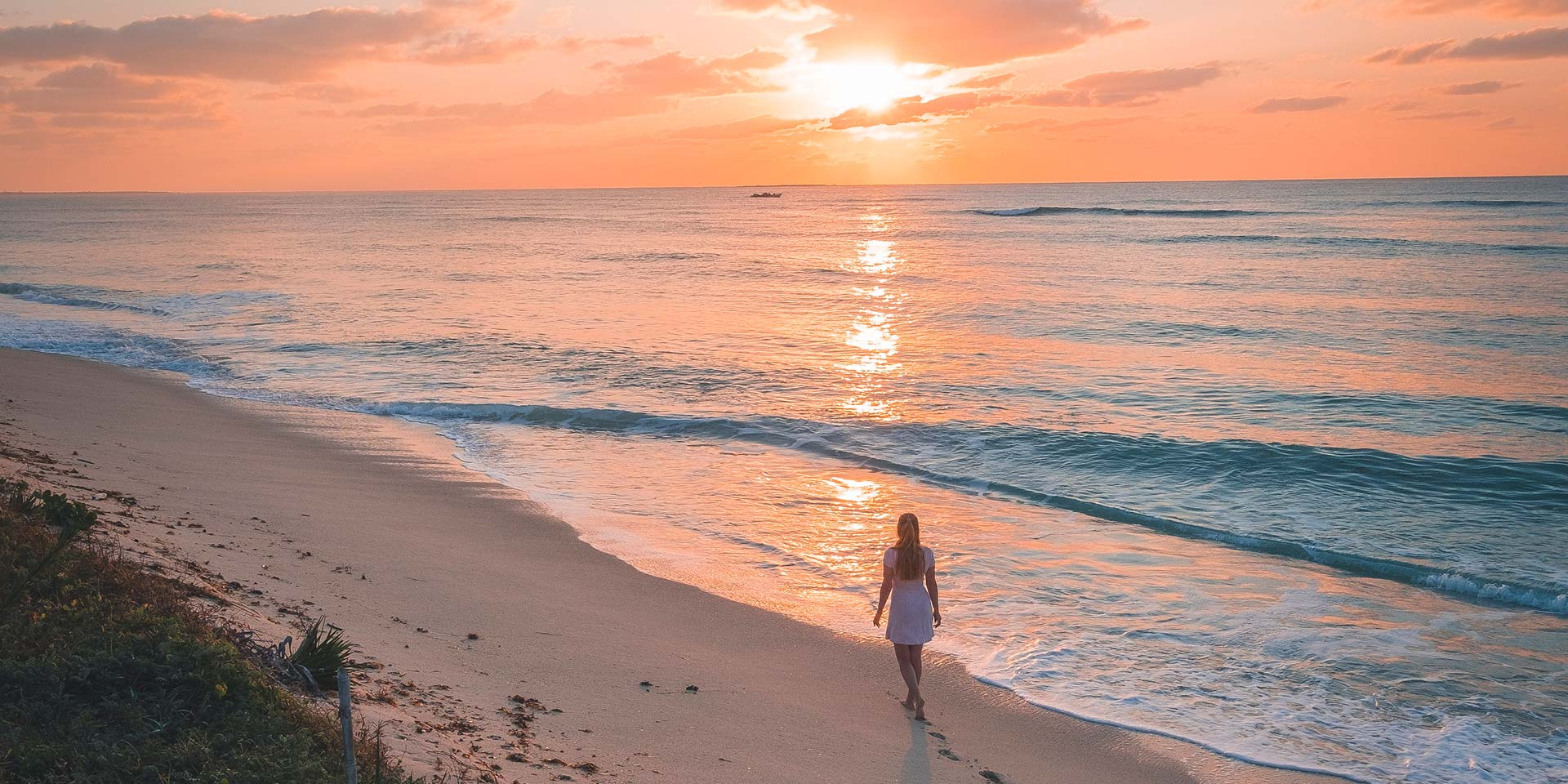 Corallodge_beach_girl_walking